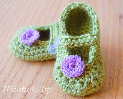 40+ Adorable and FREE Crochet Baby Booties Patterns --> Little Dot Mary Janes