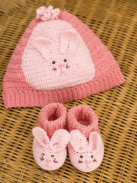 40+ Adorable and FREE Crochet Baby Booties Patterns --> Crochet Bunny Booties
