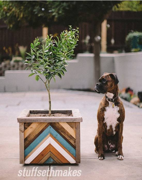 40+ Creative DIY Garden Containers and Planters from Recycled Materials --> Recycled Wood Chevron Planter Box