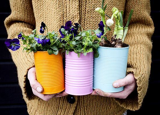 40+ Creative DIY Garden Containers and Planters from Recycled Materials --> Colorful Tin Can Planters for Spring