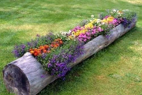 40+ Creative DIY Garden Containers and Planters from Recycled Materials --> DIY Hollow Log Planter for Flowers
