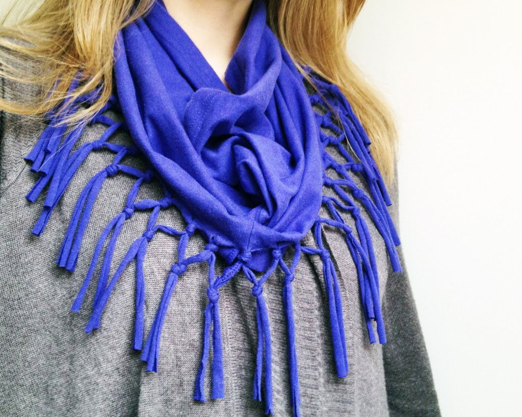 40+ Creative Ideas to Repurpose and Reuse Your Old T-shirts --> From T-shirt to Scarf