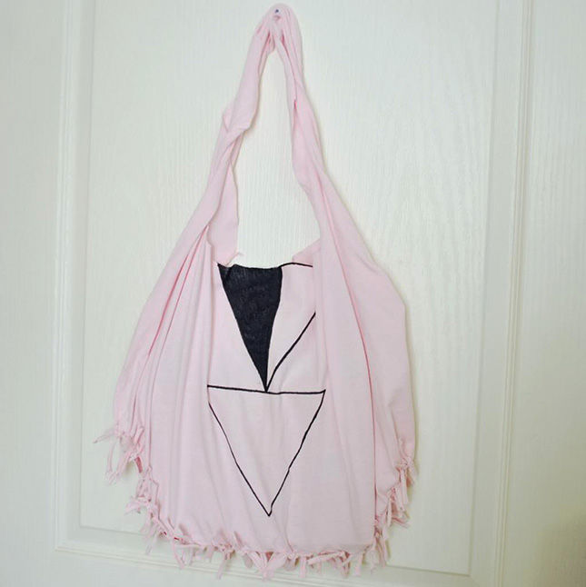 40+ Creative Ideas to Repurpose and Reuse Your Old T-shirts --> No-Sew T-shirt Tote