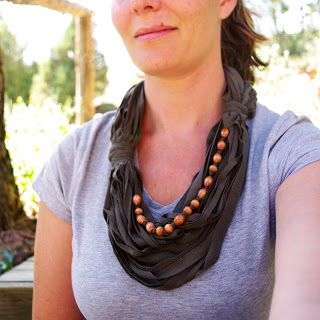 40+ Creative Ideas to Repurpose and Reuse Your Old T-shirts --> Upcycle Tshirt into Funky Necklace