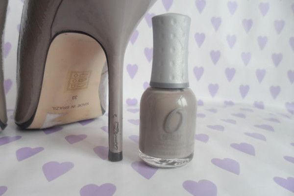 20+ Creative Uses of Nail Polish That You Need to Try --> Fix Scuffed Shoes with Nail Polish