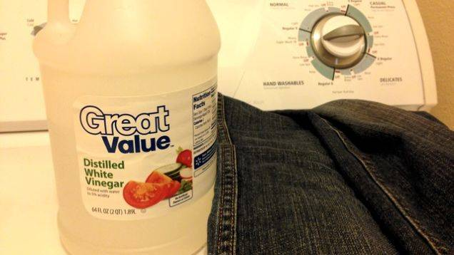 35+ Useful Clothing Hacks Every Woman Should Know --> Wash jeans with vinegar to make them last longer