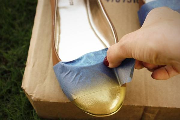 35+ Useful Clothing Hacks Every Woman Should Know --> DIY cap toe flats