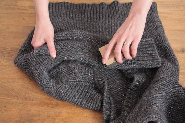 35+ Useful Clothing Hacks Every Woman Should Know --> How to get rid of lint balls
