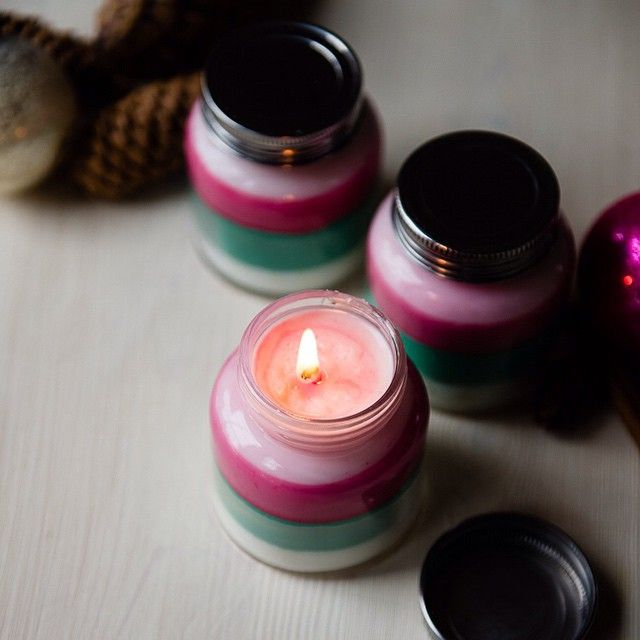 40+ Creative DIY Holiday Candles Projects --> DIY Layered Scent Holiday Candles
