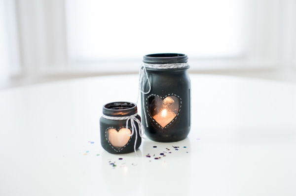 40+ Creative DIY Holiday Candles Projects --> DIY Chalkboard Mason Jar Candle Centerpiece