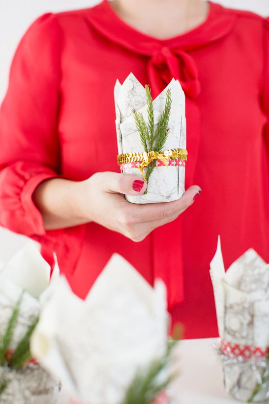 40+ Creative DIY Holiday Candles Projects --> DIY Party Favor Candles