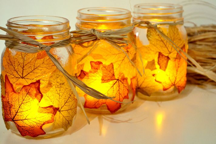 40+ Creative DIY Craft Projects with Fall Leaves --> Autumn Leaf Mason Jar Candle Holder