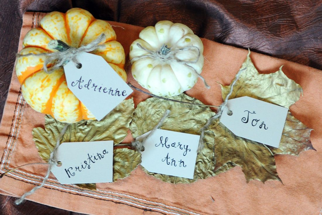 40+ Creative DIY Craft Projects with Fall Leaves --> Leaf Place Cards