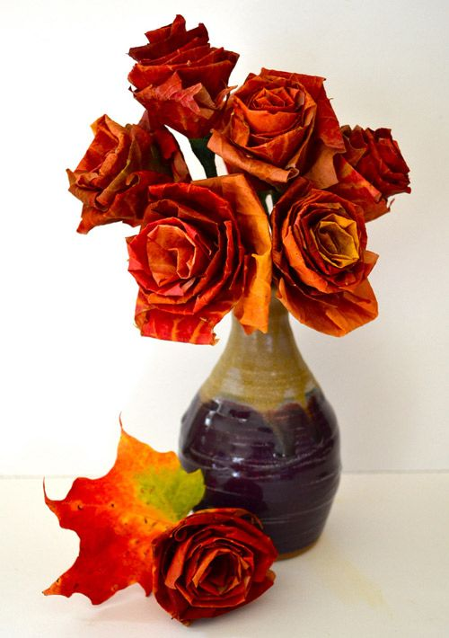40+ Creative DIY Craft Projects with Fall Leaves --> DIY Autumn Leaf Bouquet