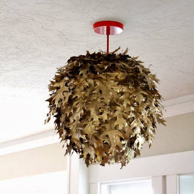 40+ Creative DIY Craft Projects with Fall Leaves --> Fallen leaf Lantern
