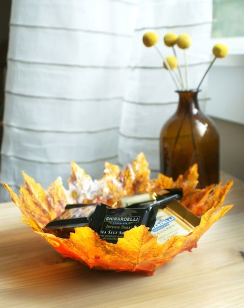 40+ Creative DIY Craft Projects with Fall Leaves --> DIY Autumn Leaf Bowls