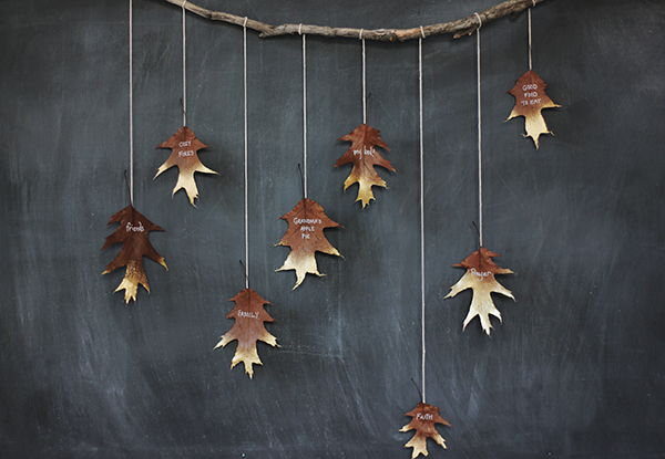 40+ Creative DIY Craft Projects with Fall Leaves --> DIY Golden Leaf Garland