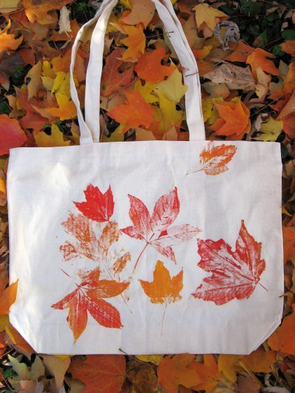 40+ Creative DIY Craft Projects with Fall Leaves --> Tote with Autumn Leaf Prints