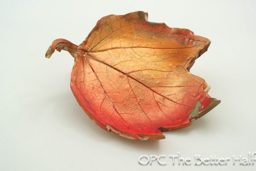 40+ Creative DIY Craft Projects with Fall Leaves --> Clay Autumn Leaf Bowls