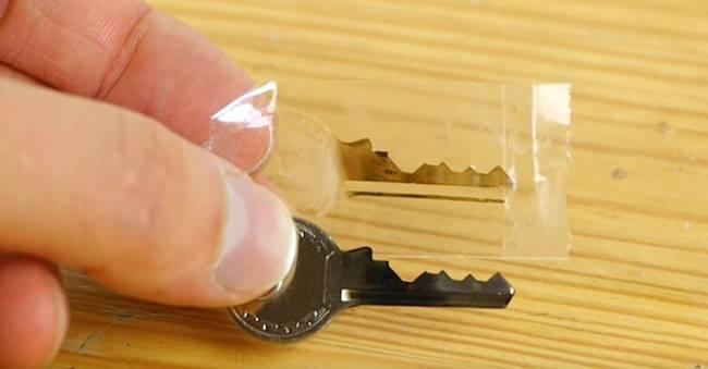 Creative Ideas   DIY Easy Emergency Spare Key