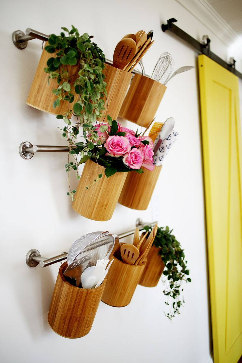 40+ Organization and Storage Hacks for Small Kitchens --> DIY Vertical kitchen organization