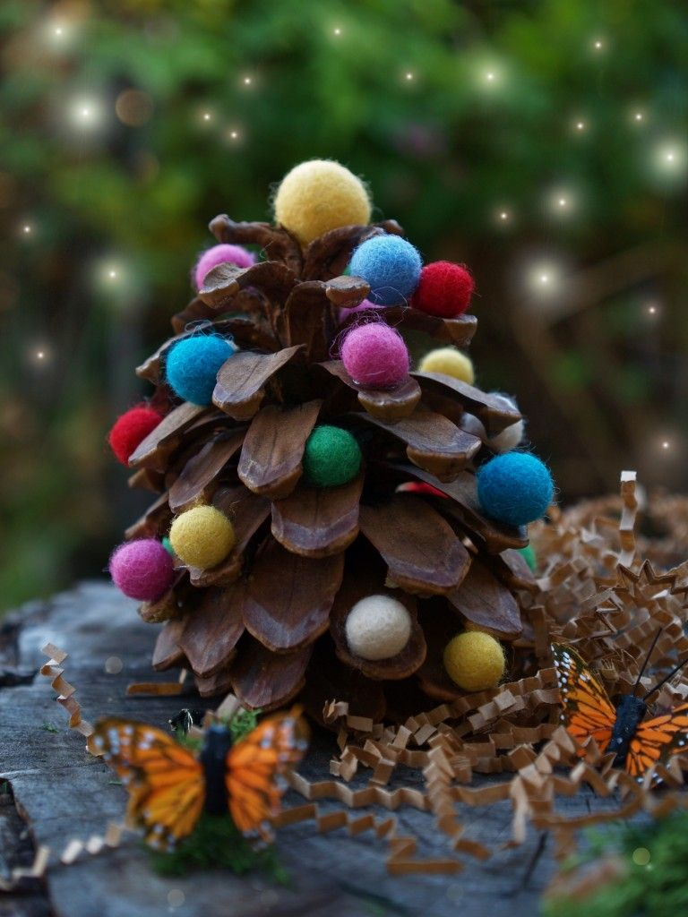 40+ Creative Pinecone Crafts for Your Holiday Decorations --> Felted Wool and Pinecone Christmas Tree