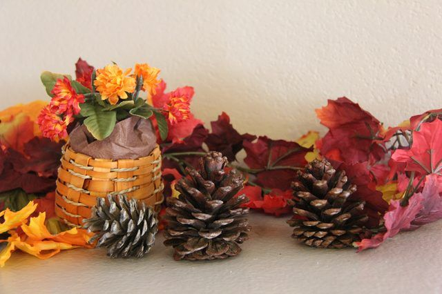 40+ Creative Pinecone Crafts for Your Holiday Decorations --> Cinnamon-Scented Pinecones