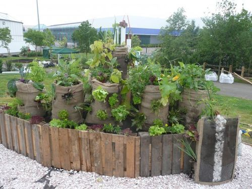 30+ Creative DIY Raised Garden Bed Ideas And Projects --> Sack Gardens