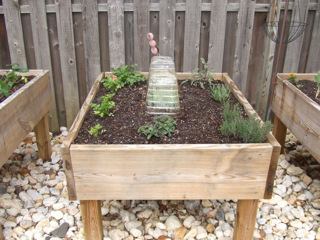 30+ Creative DIY Raised Garden Bed Ideas And Projects --> Raised Garden Bed On Legs