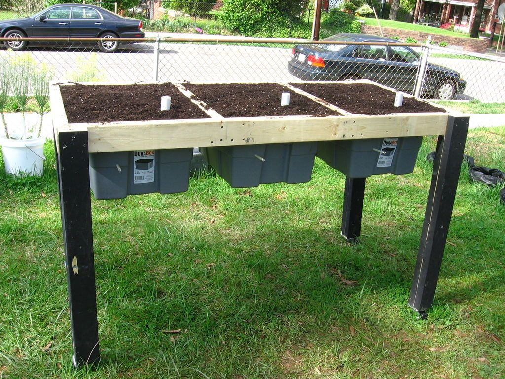 30+ Creative DIY Raised Garden Bed Ideas And Projects --> Self-Watering Veggie Table